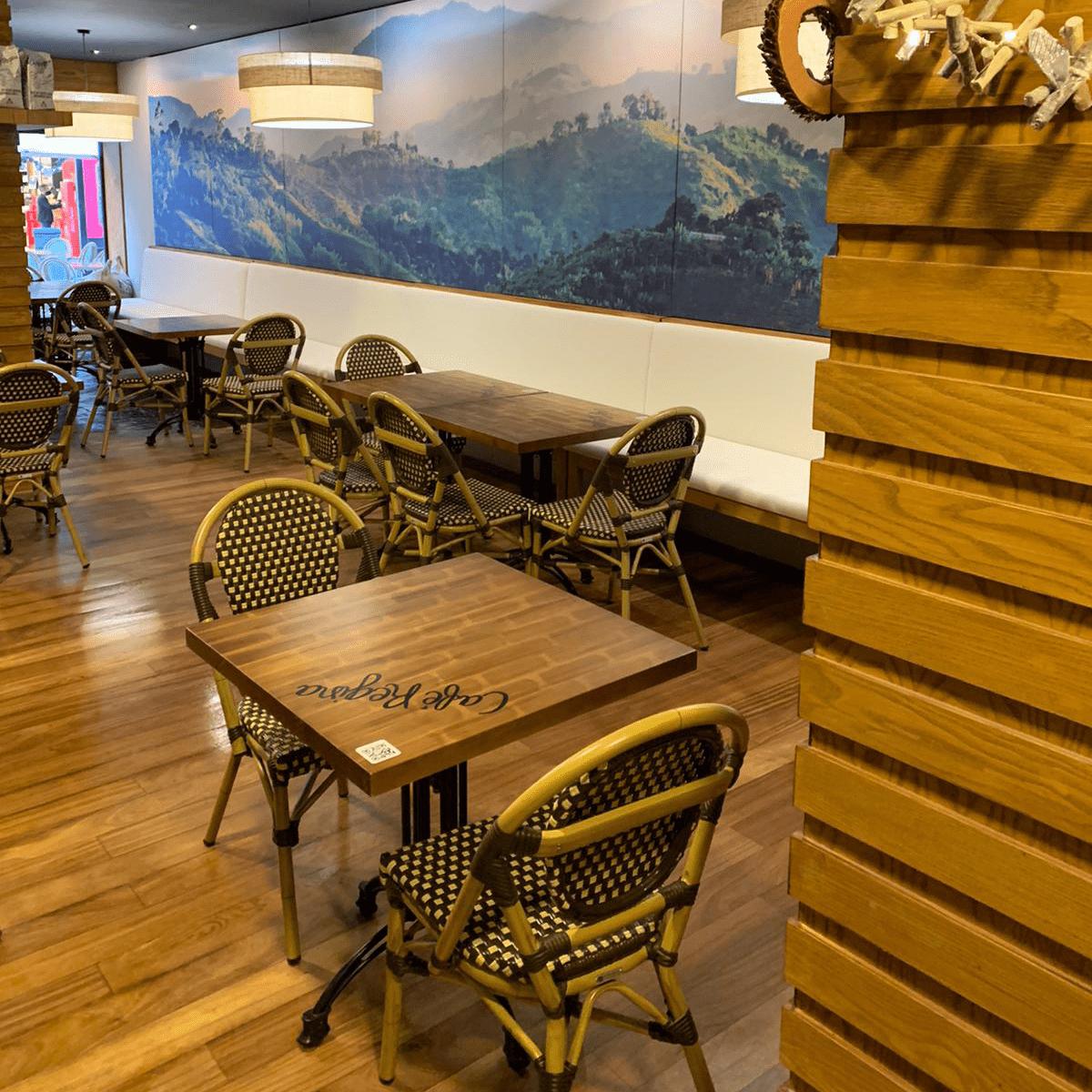 Café Regina by Bambó Blau